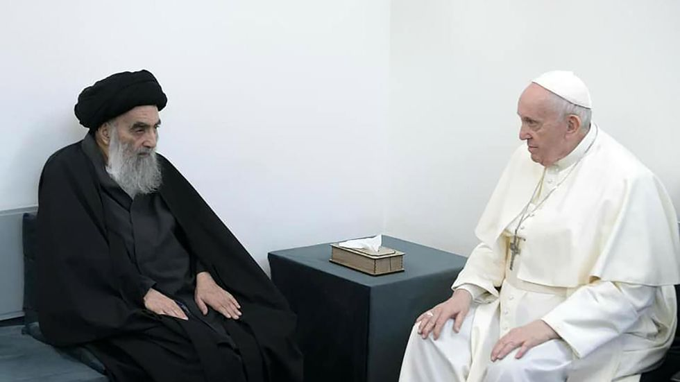 Inga journalister fick närvara under samtalet mellan påven och storayatollan.