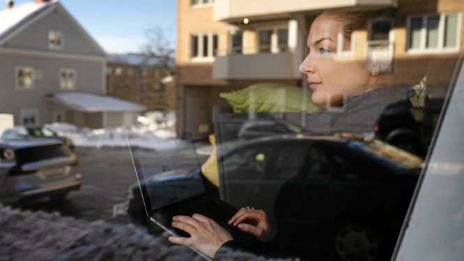 Karin Rosén tog chansen att lämna Kungsholmen i Stockholm och bo i timmerstuga.