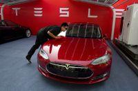 En Tesla Model S i en arkivbild från 2014.