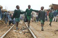 Skolor har stängt i många länder, och viktiga skolluncher uteblir. Arkivbild.