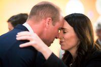 Storbritanniens prins William och Nya Zeelands premiärminister Jacinda Ardern vid en minnesceremoni i Auckland.