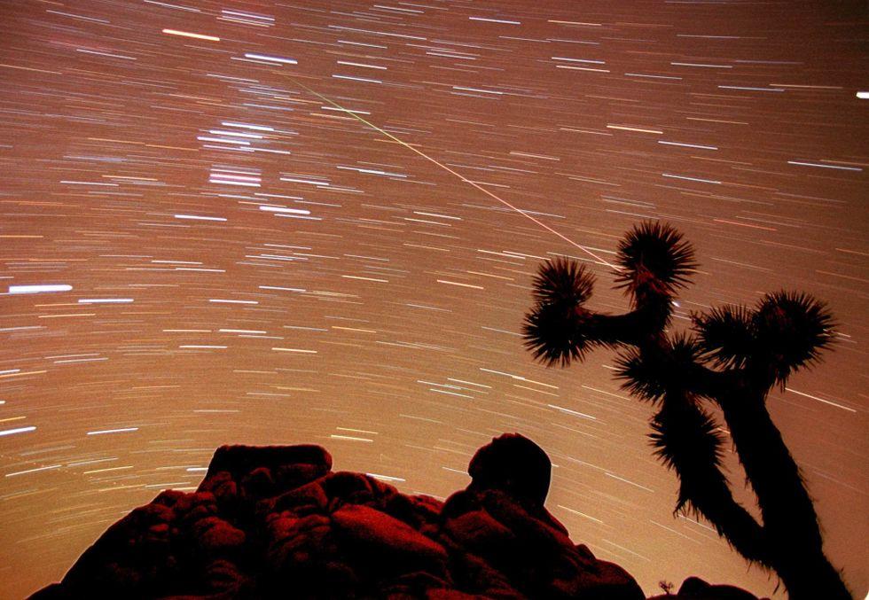 Kometer sågs länge som dåliga omen. Här bild från när en meteor syns på himlavalvet i nationalparken Joshua Tree i Kalifornien.