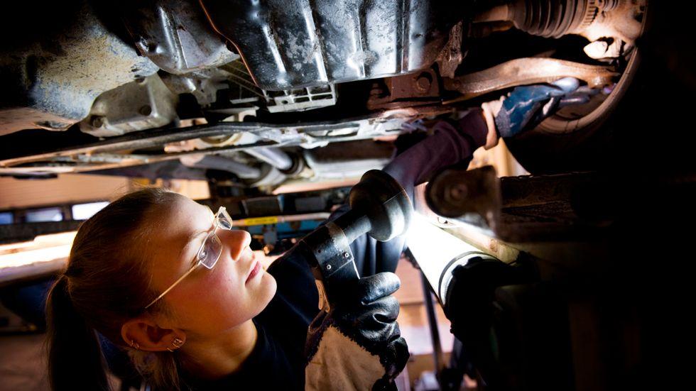 Riksrevisionen konstaterar att Transportstyrelsens granskning av bilbesiktningen upphört. Arkivbild.