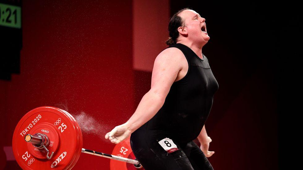 Laurel Hubbard misslyckades med sina försök på 120 och 125 kilo i Tokyo på måndagen.