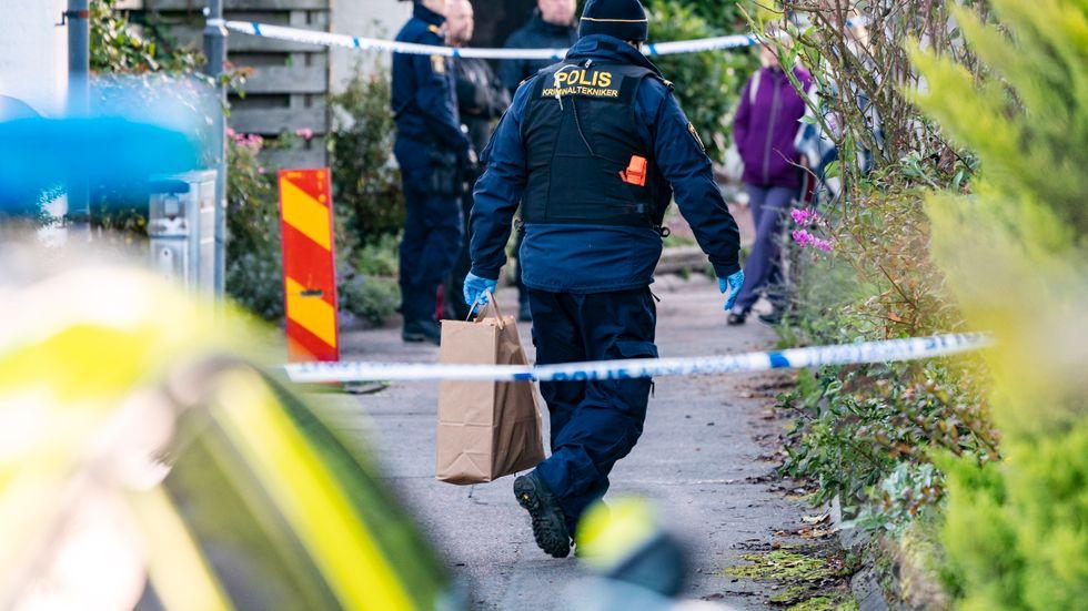 Polis och avspärrningar i Vellinge efter detonationen.