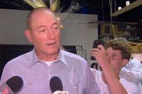 Den högerextreme australiske senatorn Fraser Anning attackerades med ett ägg under en presskonferens på lördagen.
