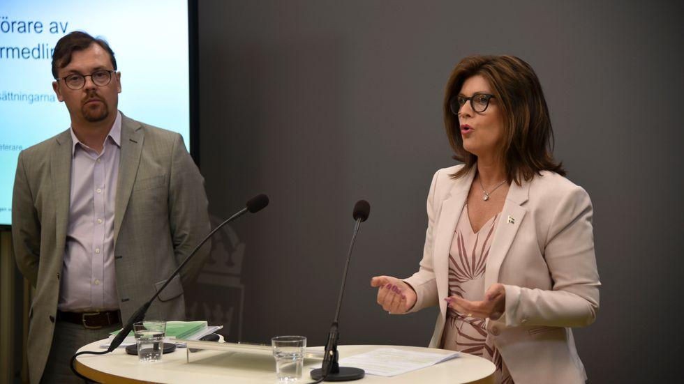 Eva Nordmark, arbetsmarknadsminister (S) och Mats Rundström, utredare.