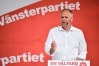 Vänsterpartiets partiledare Jonas Sjöstedt talar i Almedalen under politikerveckan i Visby på lördagskvällen.