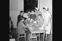 Beskowska skolans nya lunchrum invigs 1950.