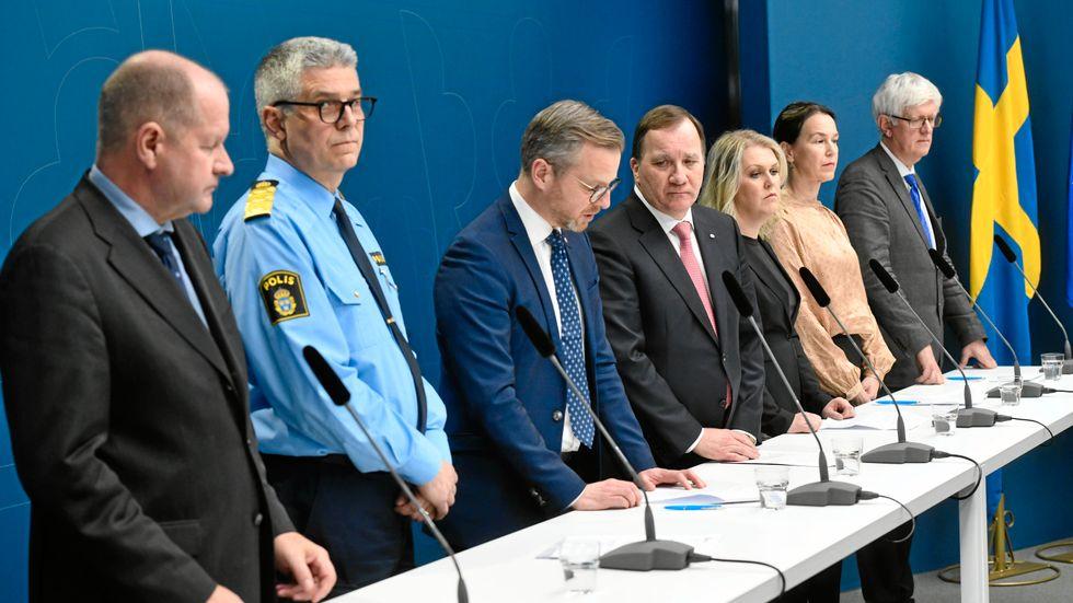 Alla ska med. Stefan Löfven, Mikael Damberg, Lena Hallengren från regeringen tillsammans med MSB, polisen, Socialstyrelsen och Folkhälsomyndigheten
