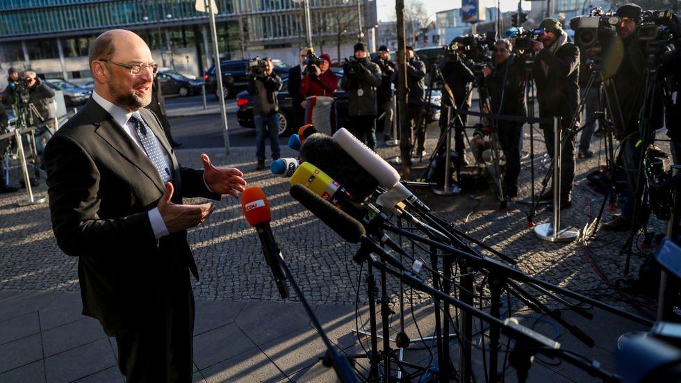 Martin Schulz, ledare för Socialdemokraterna (SPD), anländer till tisdagens förhandlingar.