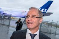Nyligen visade SAS-chefen Rickard Gustafson upp det nya stora långdistansplanet A350. Nu vill han lägga de mindre regionalplanen i ett separat bolag.