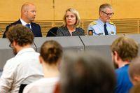 Norges justitieminister Anders Anundsen, säkerhetspolisens chef  Benedicte Bjørnland och polisdirektör Vidar Refvik vid dagens presskonferens i Oslo.