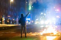 August 2020: Brinnande barrikader och demonstranter har samlats på Amiralsgatan i Malmö som en reaktion på en koranbränning på Emilstorp i Rosengård. Enligt polisen befann sig 300 personer på Amiralsgatan i samband med upploppet. Arkivbild.