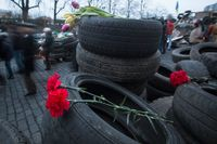 Blommor hedrar offren i Kiev.