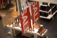 Mars var den sämsta månaden som någonsin uppmätts vad gäller modehandelns försäljning. Arkivbild.