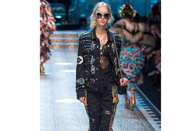 Dolce & Gabbana visar upp cat eye-modellen i deras Fall 2017 Ready-to-wear.