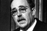 Heinrich Böll (1917–1985) var en av efterkrigstidens mest framstående tyska författare. Han tilldelades Nobelpriset i litteratur 1972.