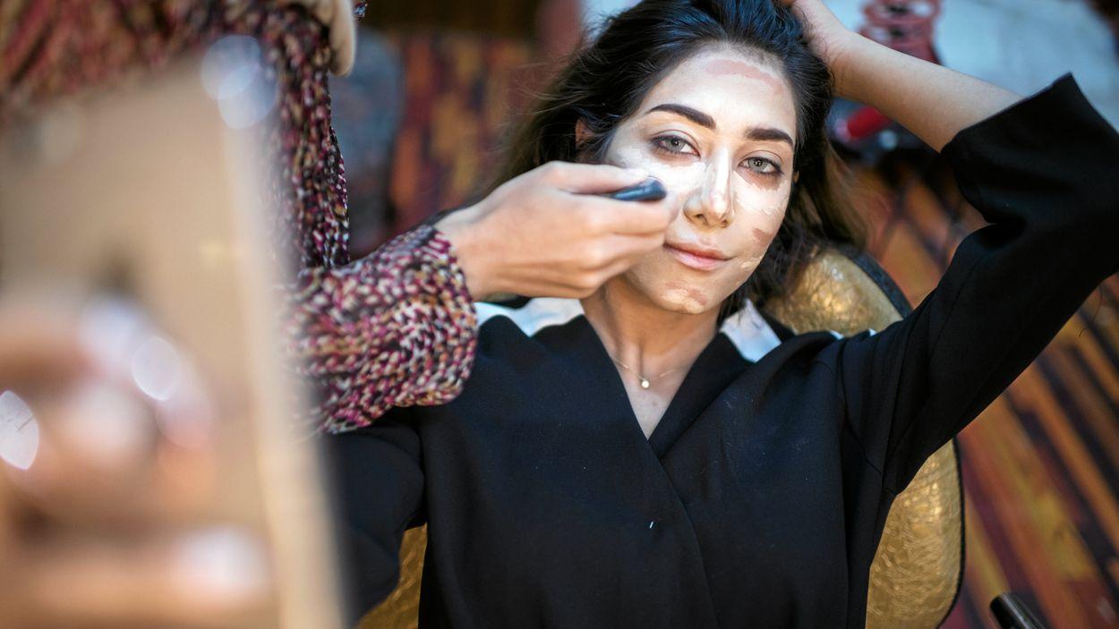 De är sminkade, stylade och har tiotusentals följare i sociala medier. Nu växer en motståndsrörelse fram i det konservativa Basra i Irak, där skönhet och mode ska bekämpa förtryck.