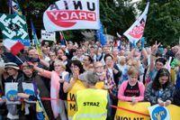 Warszawabor vid demonstration för pressfrihet.