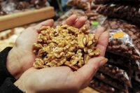 Det tidigare rådet att bebisar skulle undvika allergiframkallande mat som valnötter kan ha förvärrat barnallergier.