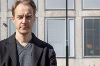 Jonas Karlsson, född 1971, är verksam som skådespelare, dramatiker och författare.