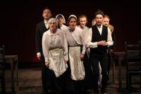"""Ensemblen i """"Svarta handsken"""" är åtta begåvade skådespelare från utbildningen i mimskådespeleri vid Stockholms dramatiska högskola."""