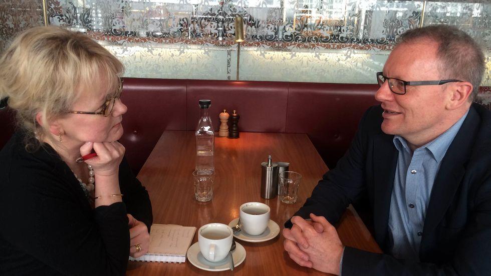 Annika Borg möter Alan Johnson.