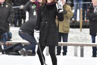 Kate Middleton, hertiginnan av Cambridge, i Vasaparken för att få en introduktion i bandy under hertigparets officiella Sverigebesök i januari. Arkivbild.