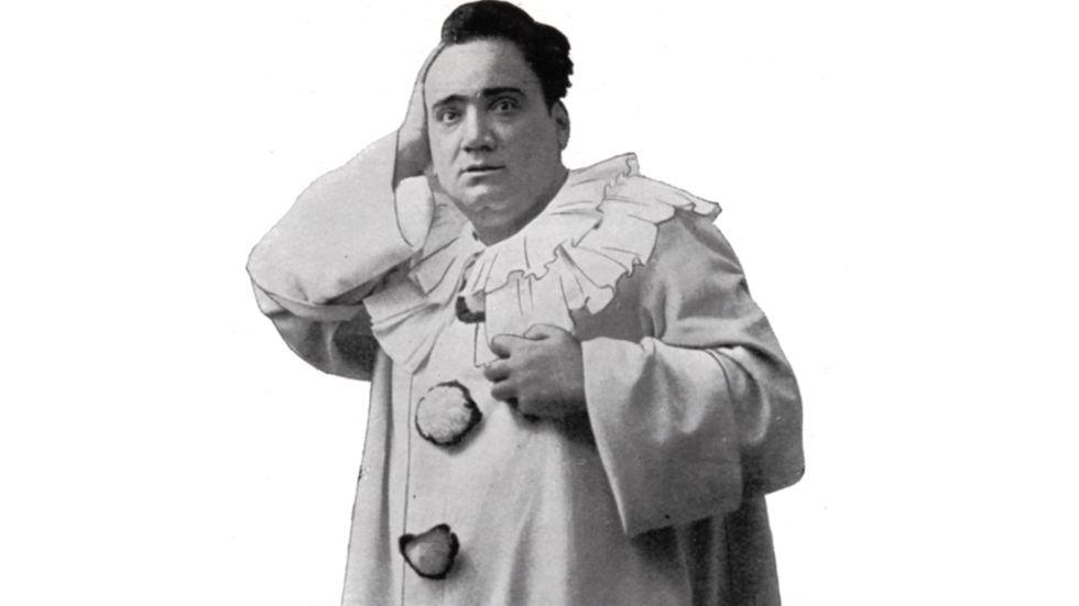 """Enrico Caruso (1873–1921). """"Hör Carusos klangrika tenor i det tidiga sekelskiftet, det hade inte blivit vackrare i en toppmodern studio"""", skriver Sofia Lilly Jönsson."""