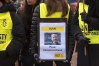 Demonstration utanför Irans ambassad på Lidingö 2017 för den dödsdömde svenskiranske forskaren Ahmadreza Djalali. Arkivfoto.