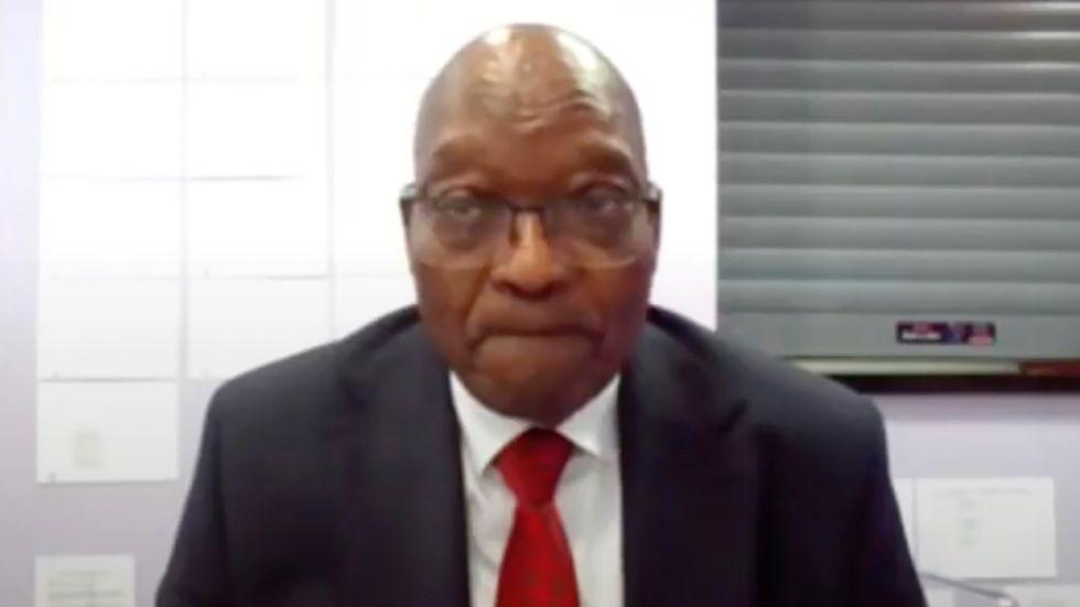 Sydafrikas expresident Jacob Zuma på länk från Estcourt-fängelset under en domstolsförhandling i juli. Arkivbild.
