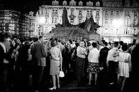 Bilden visar att Pragvåren inte var ett ungdomsuppror utan omfattade hela det tjeckoslovakiska samhället.
