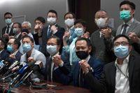 De prodemokratiska ledamöterna i Hongkongs parlament i samband med en presskonferens på onsdagen.
