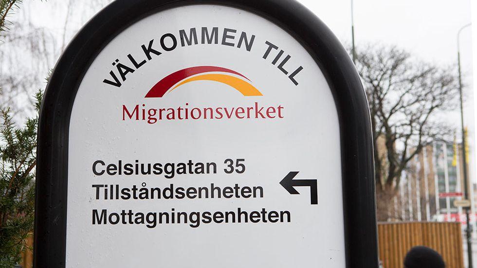 """Marie Stensby, suppleant i Sverigedemokraternas partistyrelse, lämnade sina poster i partiet i december 2013 efter grova uttalanden om invandrare på sajten Avpixlat. Hon hade bland annat skrivit """"Hoppas de svälter sig till döds!"""" om ensamkommande flyktingbarn som hungerstrejkade."""