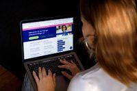 Ung kvinna söker jobb. Arkivbild.