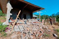 Semesterön Bali i Indonesien har drabbats av ett jordskalv och tre personer rapporterats ha dött och flera skadats.