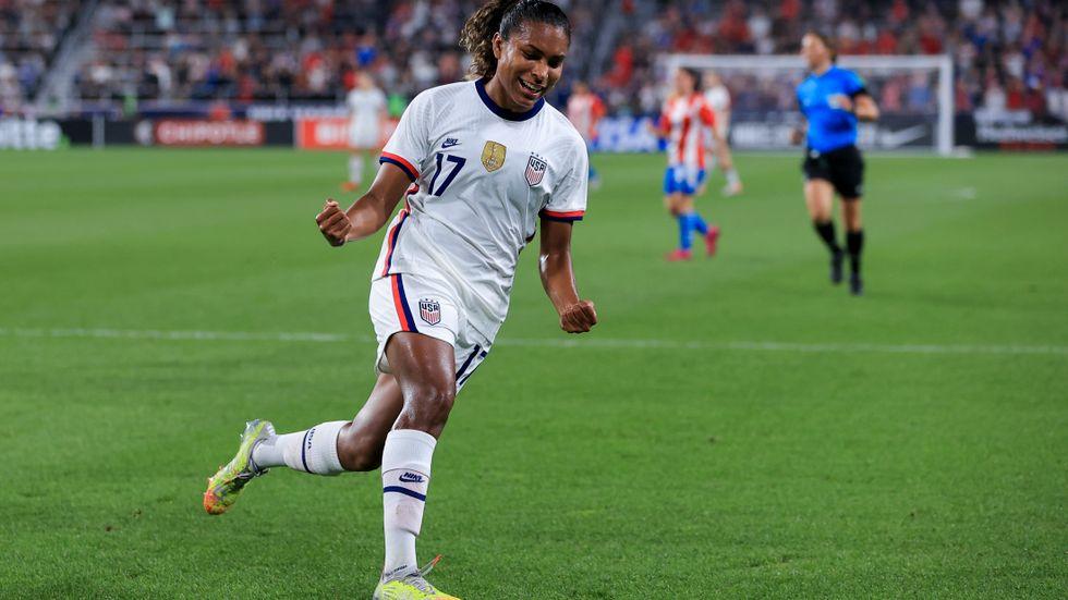 USA:s Catarina Macario jublar efter sitt 5–0-mål mot Paraguay.