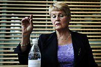 Maud Olofsson talar för underleverantörerna på bilindustrins leverantörsdagar i Trollhättan.