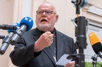 Kardinal Reinhard Marx mötte medier efter det att han publicerat sin avskedsansökan på nätet på fredagen.