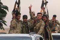 Syriska före detta rebeller som nu strider för Turkiet skjutsas mot gränsen mellan Syrien och Turkiet. Bilden tagen den 16 oktober.