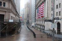 Även på börserna i New York rasade aktiekurserna på tisdagen, påskyndade i nedförsbacken av oljeprisets kollaps och nattsvarta prognoser för ekonomin i stort. Arkivbild.