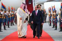 Saudiarabiens kronprins Mohammed bin Salman (till vänster) tillsammans med Egyptens president Abd al-Fattah al-Sisi i Kairo i söndags.