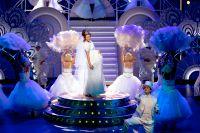 """Sanna Nielsen som Funny Brice och David Lindell som  ; Brudgummen i """"Funny girl""""."""