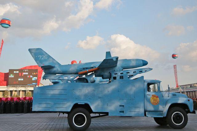 Kärnvapen finns inte bara långt borta i militärparader i Nordkorea, utan i Sveriges närområde. De taktiska atombomberna i Kaliningrad borde stämma till eftertanke här.