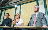 Anders Tegnell och Johan Carlson tillsammans med statsrådet Maria Larsson under en presskonferens om svininfluensan 2009.