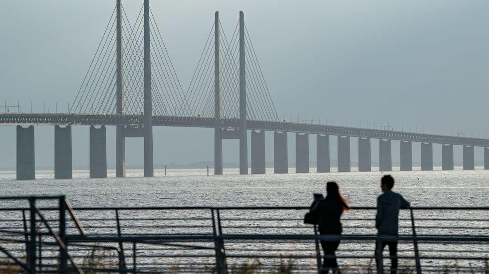 Det är fler danskar som tar bron över till Sverige just nu än tvärtom. Arkivbild.