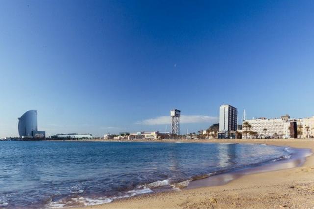 Det finns många skillnader mellan bostadsmarknader utomlands och den svenska. I jämförelse med Barcelona är det priset som lockar många. Snittet per kvadratmeter i Barcelona ligger på cirka 35 000 kronor, i Stockholm kan priset vara upp till tre gånger så högt.