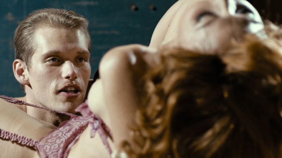 "Cameron Cowperthwaite and Maggie Gyllenhaal i HBO-serien ""The Deuce""."