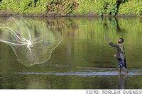 Ett liv i frihet igen. Under kriget var invånarna i Juba fångar i sin egen stad. Här fiskar en man i Nilen.